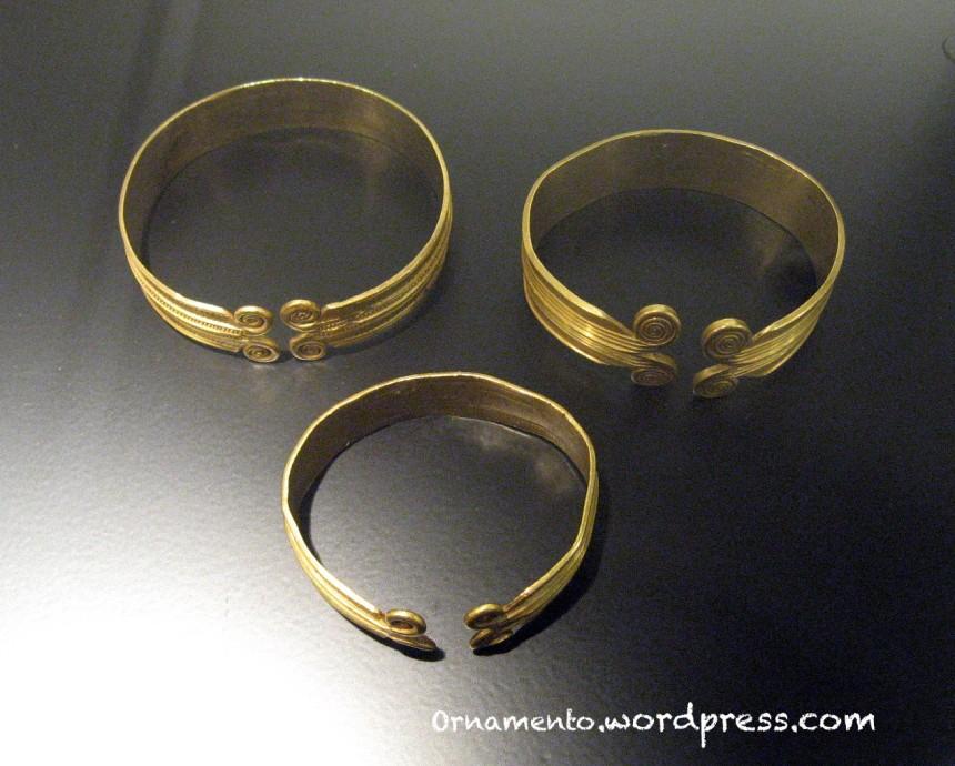 Armbands3