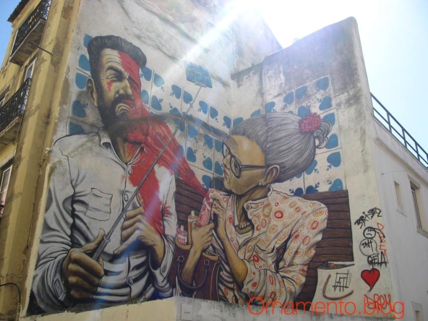 LisbonWalkingTourAlfama13Respect Stpry of Old Women Graffifi Artists